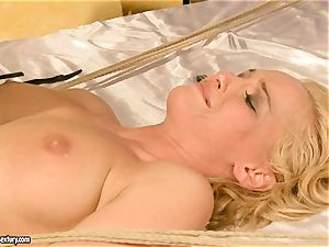 super-fucking-hot Kathia Nobili gets her cootchie crammed with beef whistle
