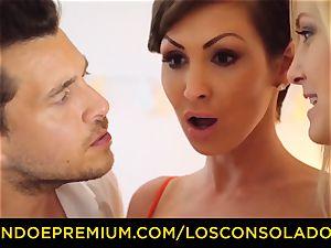 LOS CONSOLADORES - big-boobed Yasmin Scott pulverized in red-hot FFM
