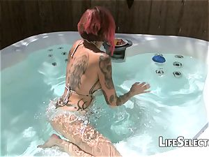 mummy Anna Bell Peaks worships and sucks a yam-sized dick