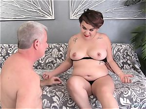 round novice plows and cum in the mouth