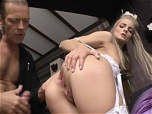 Cayenne Klein and her friend pummeled by Rocco Siffredi