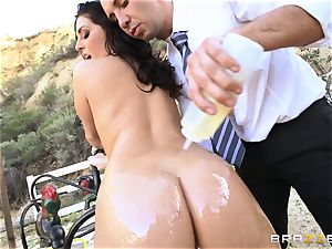 spectacular college girl Gracie Glam gets facialled outdoors