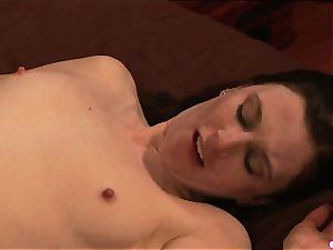 Anna Pierceson likes stinging on her playmates raw bud