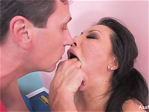 asian adult movie star Asa Akira gets an anal opening up