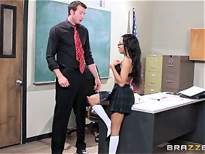 ultra-kinky schoolgirl Anya Ivy