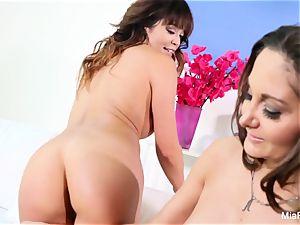 Mia Lelani shares a fuckpole with super-steamy cougar Ava Addams