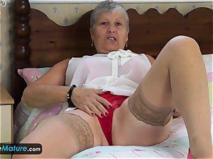 EuropeMature grandma Savana have to do it herself