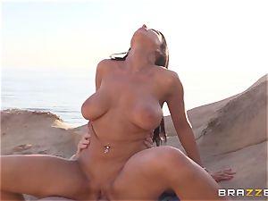 Romi Rain likes super-fucking-hot hump on the beach